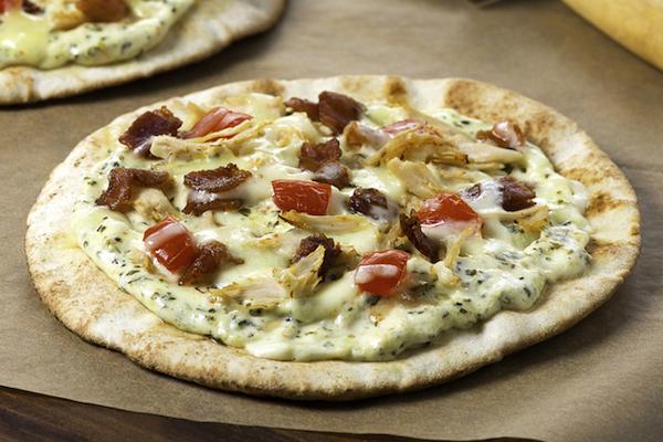 Pizzas sur Pita au Poulet et aux Épinards