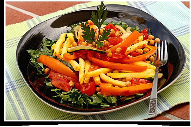 Plat de Légumes Rôtis avec Superfries et Vinaigrette Balsamique au Tahini