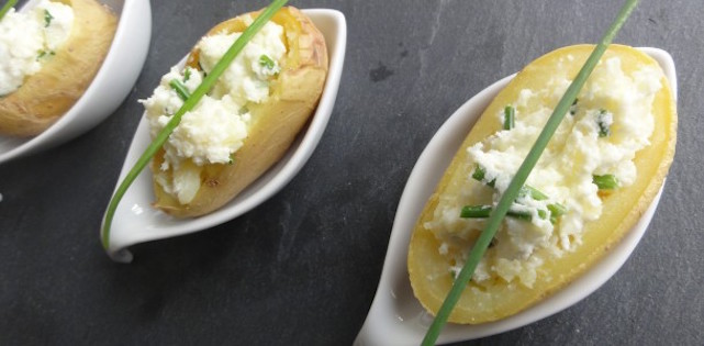 Pommes de Terre Farcies au Fromage Frais et Ciboulette