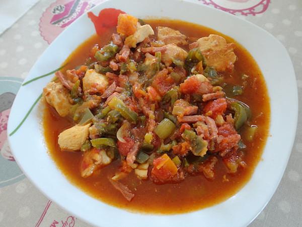 Poulet à la Tomate au Piment D'Espelette