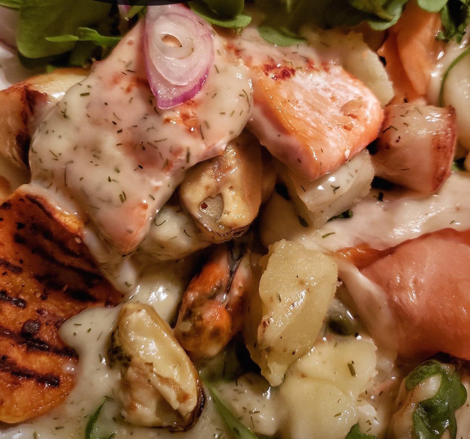 Raclette de Fruits de Mer & Truite Arc-en-ciel Fumée Sauce à L'aneth