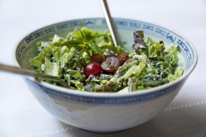 Salade d'été aux Raisins et Menthe Fraîche