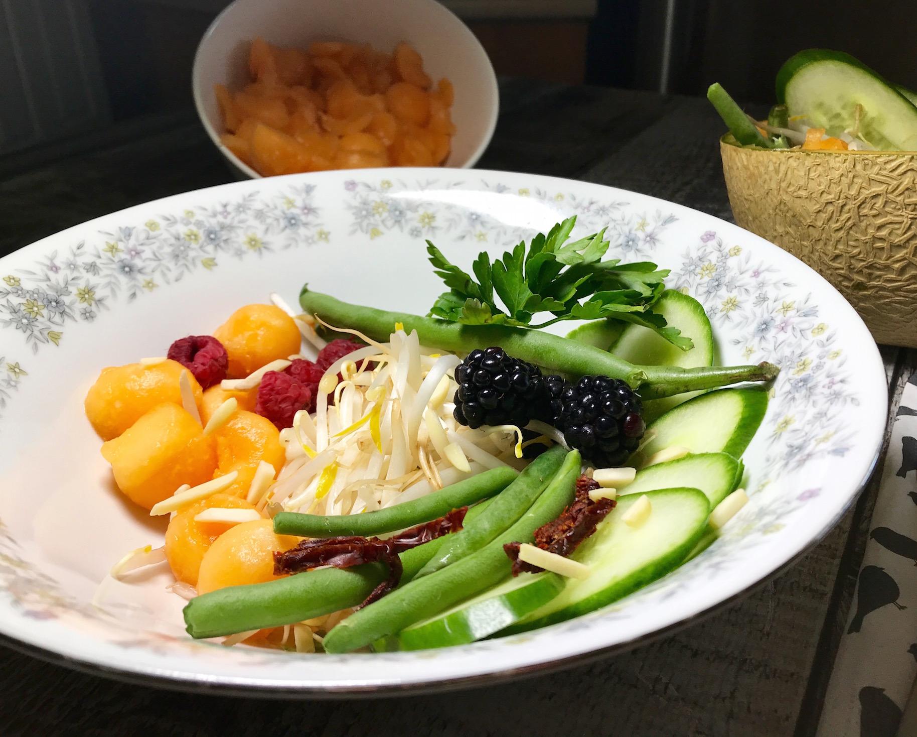 Salade de Chop Suey Fruits et Sauce aux Framboises