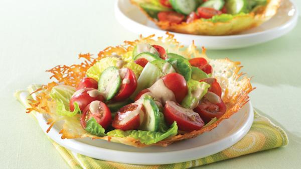 Salade de Concombres et de Tomates en Coupes de Parmesan