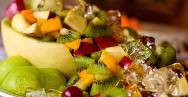 Salade de Fruits Estivale : Melon Vert, Kiwis, Pêches, Pommes et Cerises