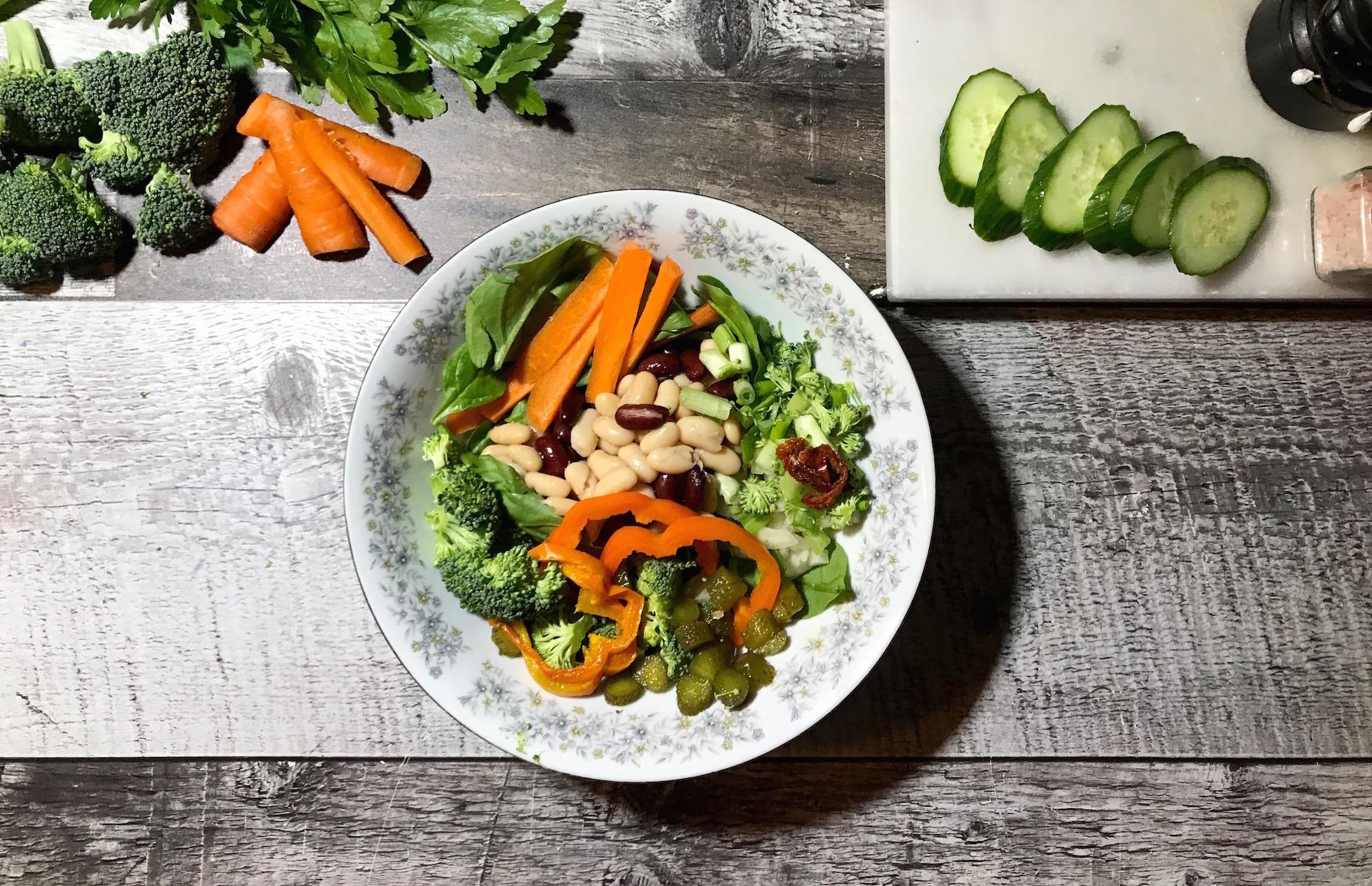 Salade de Légumineuses et de Légumes Frais