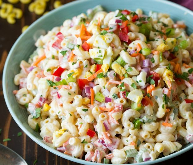Salade de Macaroni aux Oeufs à la Coque (Colorée)