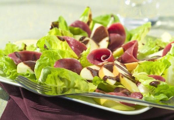 Salade de Magrets Fumés et Vinaigrette au Chocolat (St-Valentin)