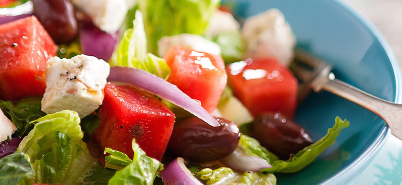 Salade de Melon d'eau, Fines Herbes, Citron et Fromage Émietté
