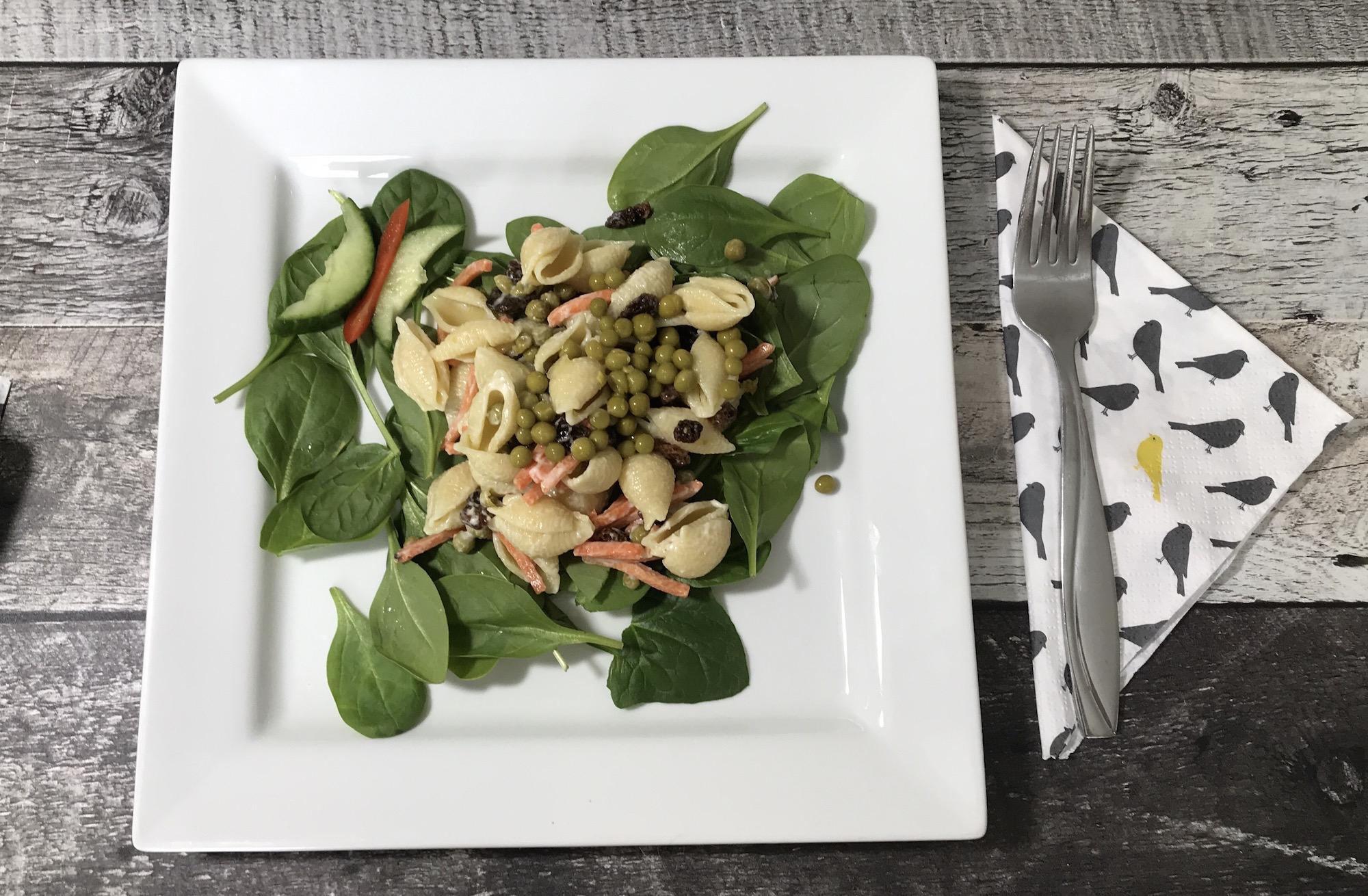 Salade de Pâte sur Lit D'épinard
