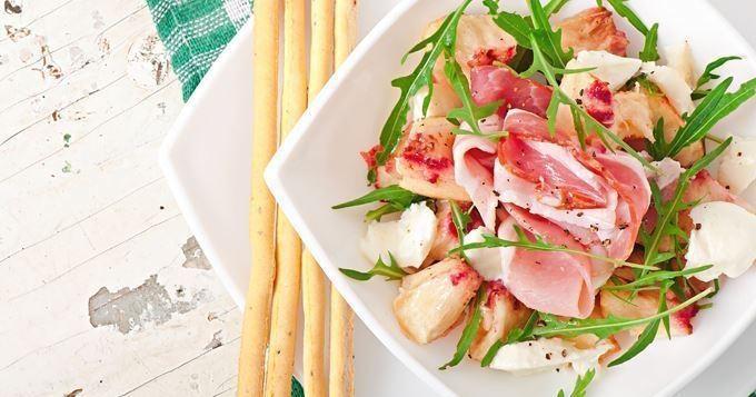 Salade de Pêches au Jambon de Parme et à la Mozzarella