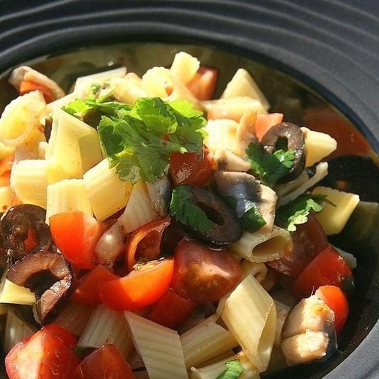 Salade de Penne Olives Noires Anchois Marinés