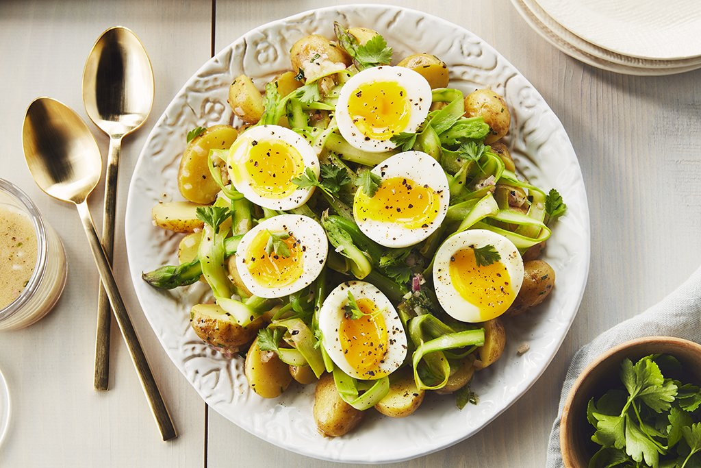 Photo Recette Salade de Pommes de Terre et D'asperges Émincées avec Oeufs à la Coque