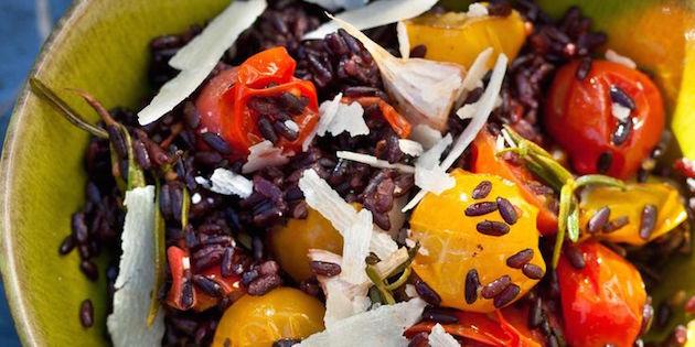 Salade de Riz Noir aux Tomates Multicolores