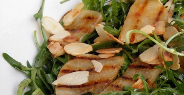Salade de Roquette aux Poires et Amandes Grillées