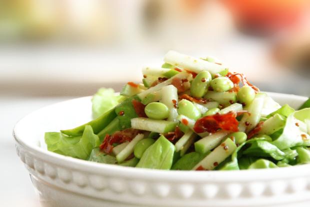 Salade D'edamames, Pommes, Prosciutto et Vinaigrette à L'érable