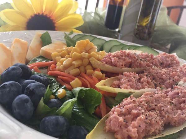 Salade Ensoleillée avec Endives Farcis de Jambon