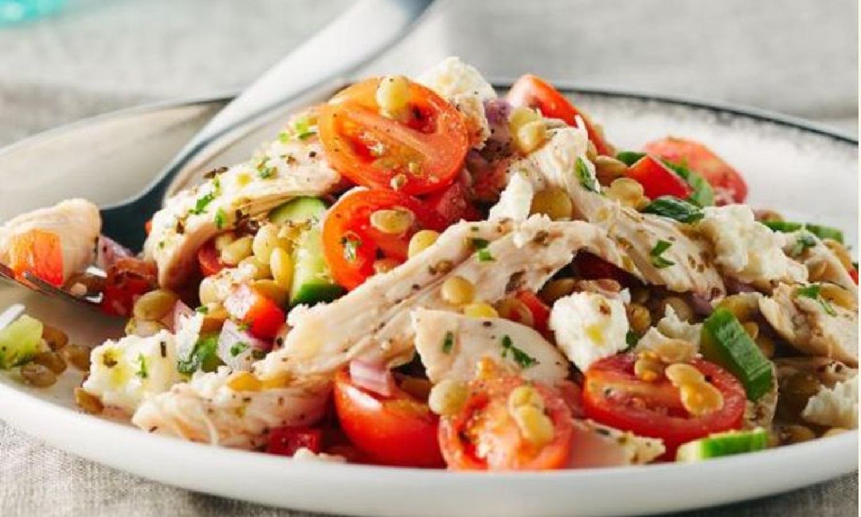 Photo Recette Salade Grecque aux Lentilles et Poulet Arrosée de Vinaigrette
