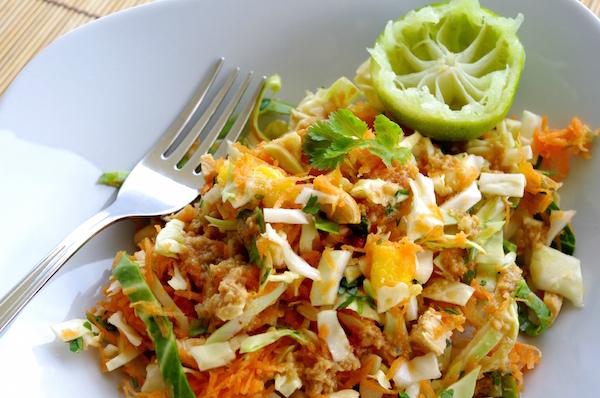 Salade Thaïe au Poulet Grillé, Mangue et Cacahuètes