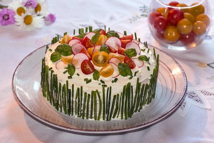 Sandwich Cake au Concombre et Truite Fumée, ou Smörgåstårta Suédois