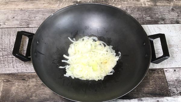 Saucisses Italiennes et Sauce Oignons Caramélisés