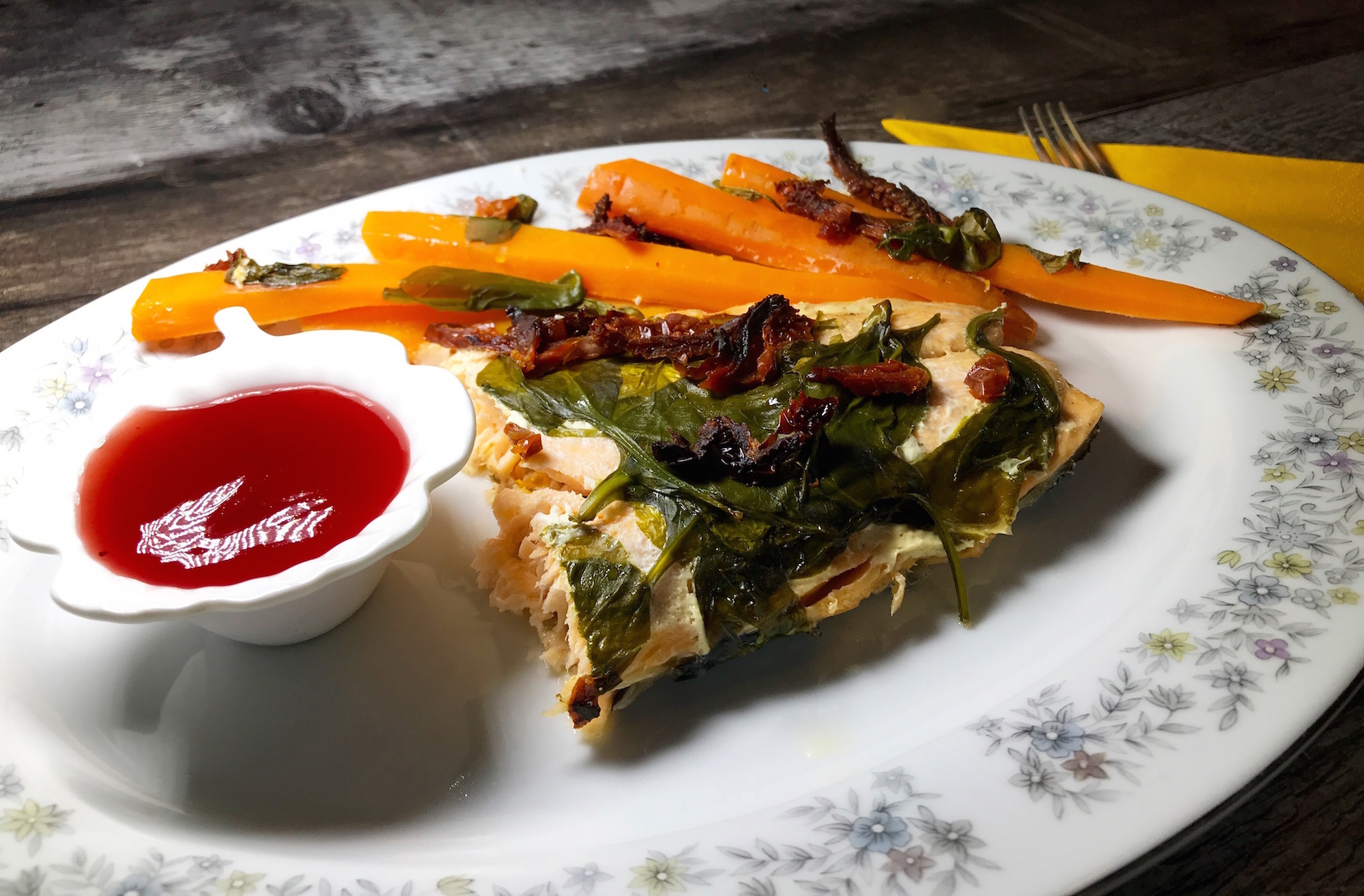 Saumon aux Épinards et Tomates Séchées au Soleil