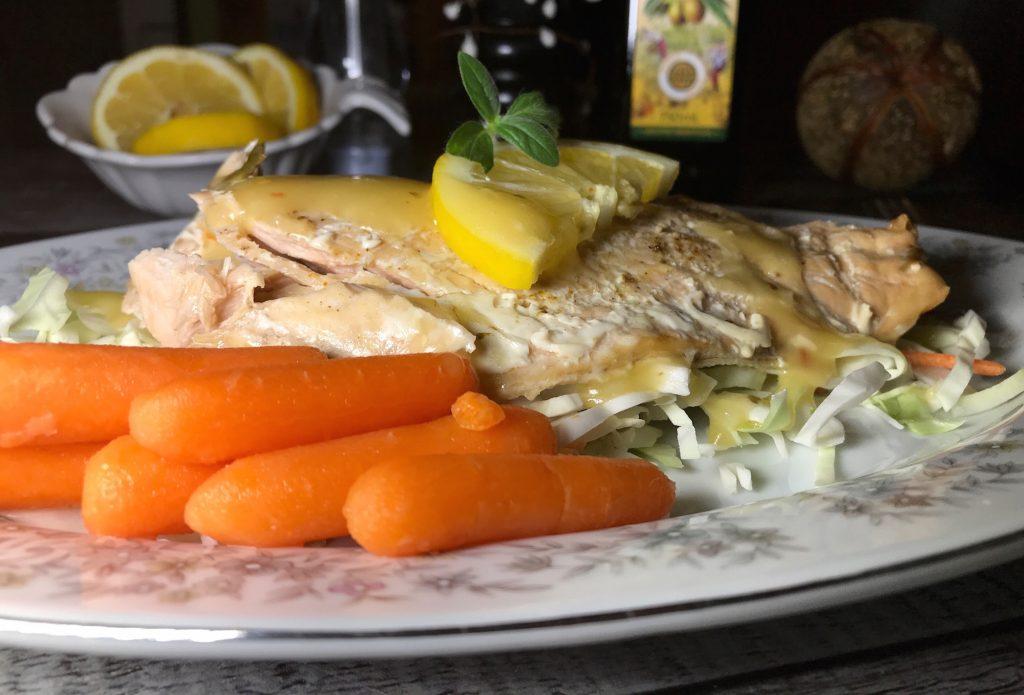 Saumon sur Lit de Salade de Chou Maison
