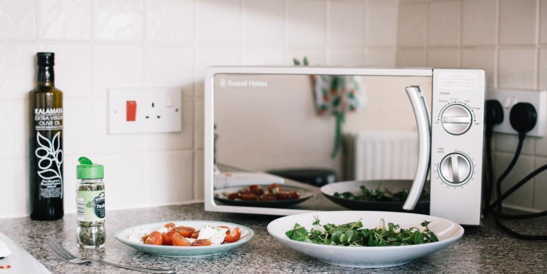 Simplifiez-vous la Vie avec ces 9 Usages Méconnus du Micro-ondes dans la Cuisine