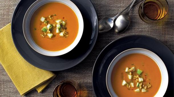 Soupe à la Citrouille Garnie de Pommes et de Noix