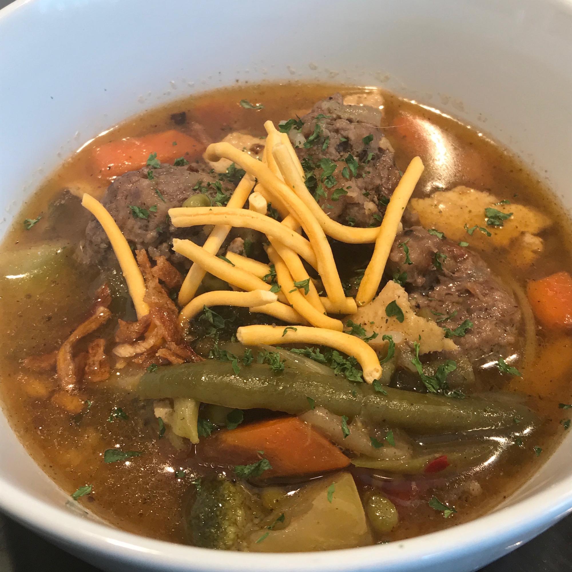 Soupe Asiatique Légumes et Boulettes de Viande