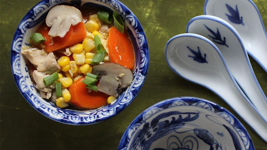 Soupe au Poulet et Maïs de Style Asiatique