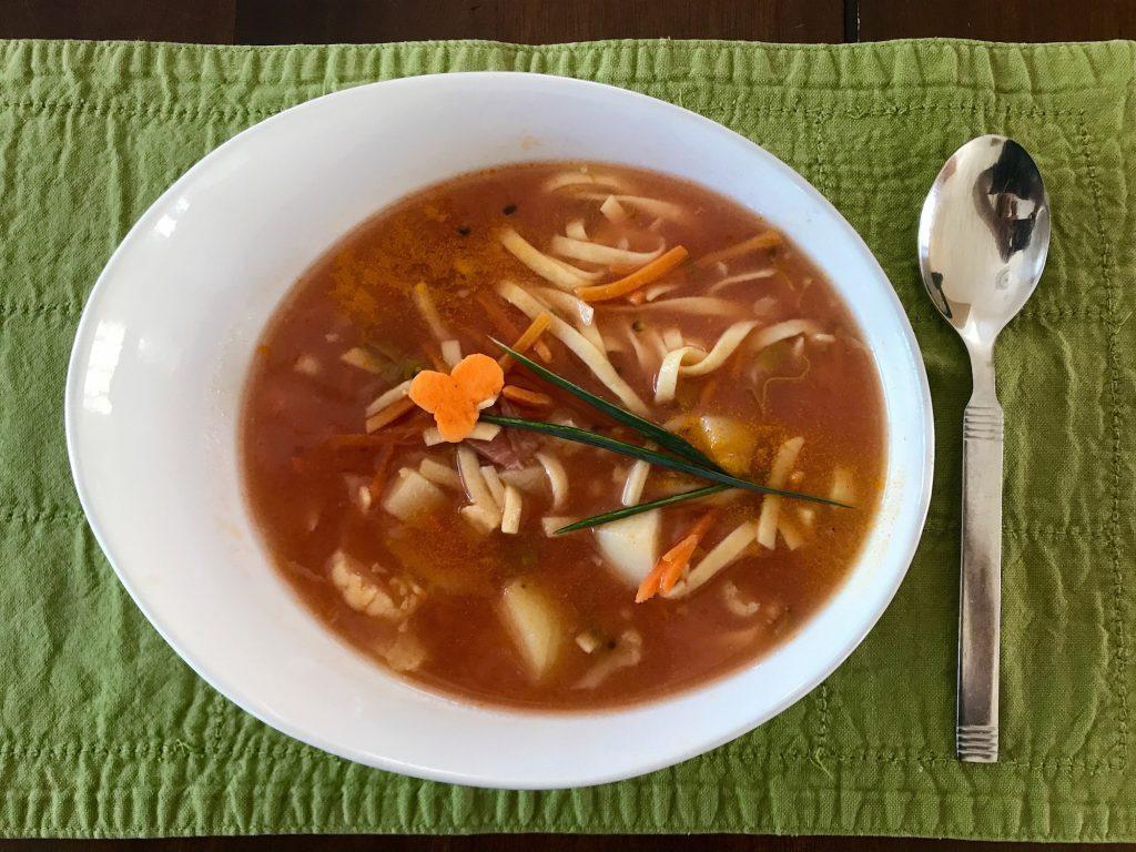 Soupe aux Légumes et Nouilles aux Oeufs