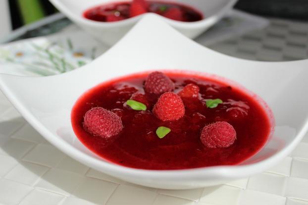 Soupe Glacée aux Fruits D'été