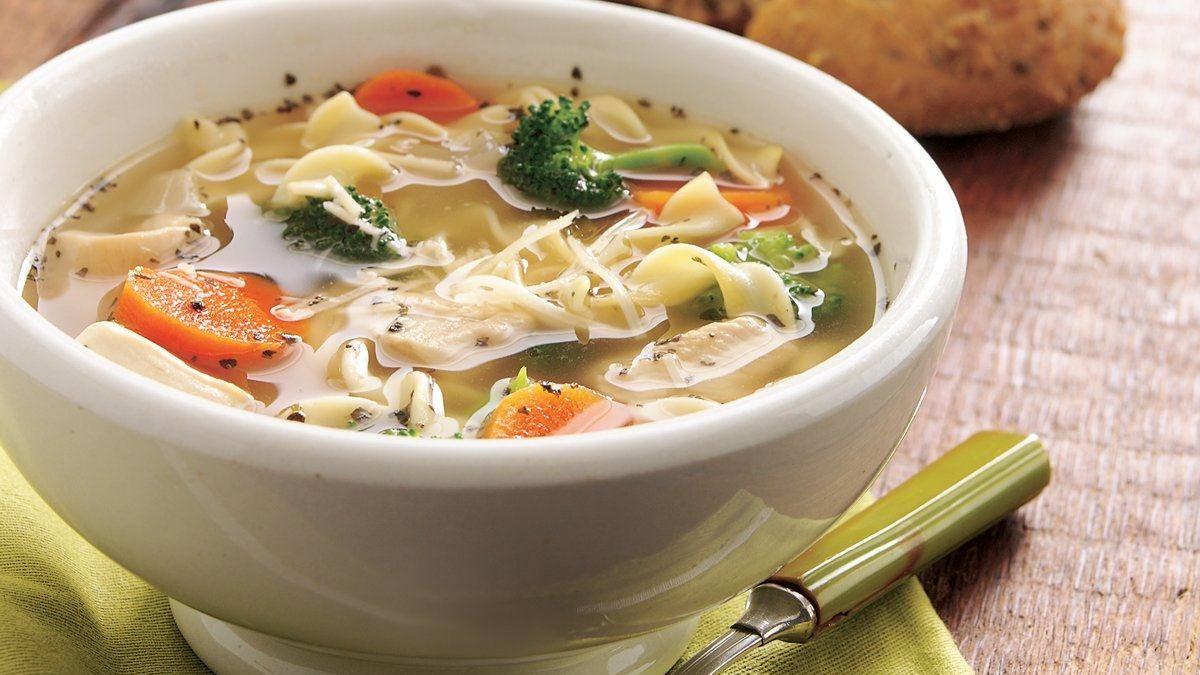 Soupe Poulet Et Nouilles À L'italienne