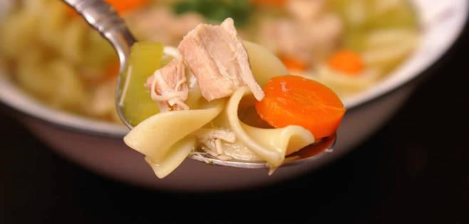 Soupe Poulet et Nouilles Rapide