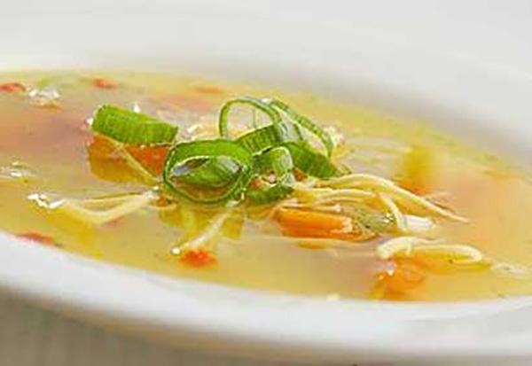 Soupe au Poulet et Nouilles (maison)