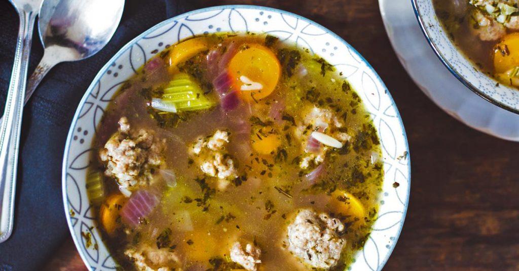 Soupe Repas aux Boulettes de Dindon Haché et aux Légumes