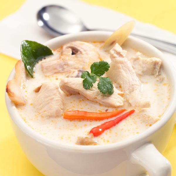 Soupe Thaïlandaise au Poulet et au Lait de Coco