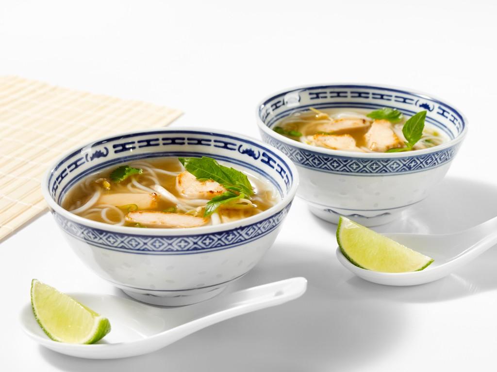 Soupe Tonkinoise aux Poitrines de Poulet Tranchées