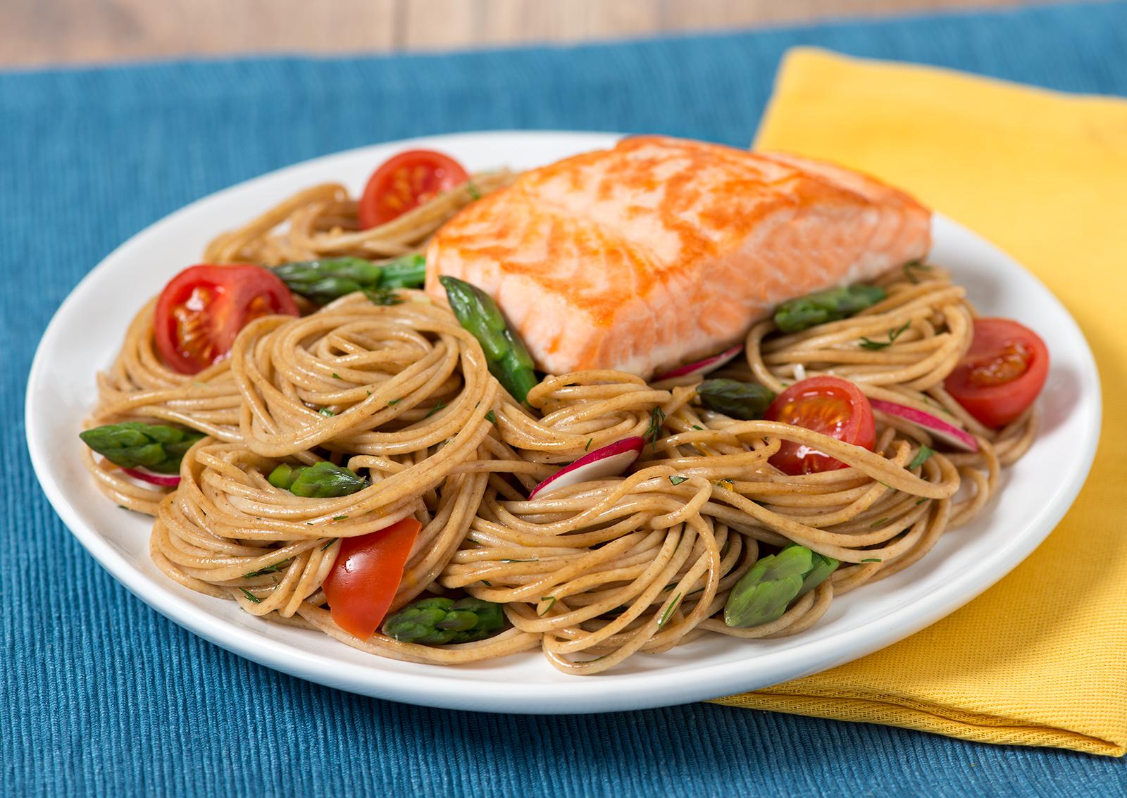 Spaghetti au Saumon avec Asperges et Fines Herbes