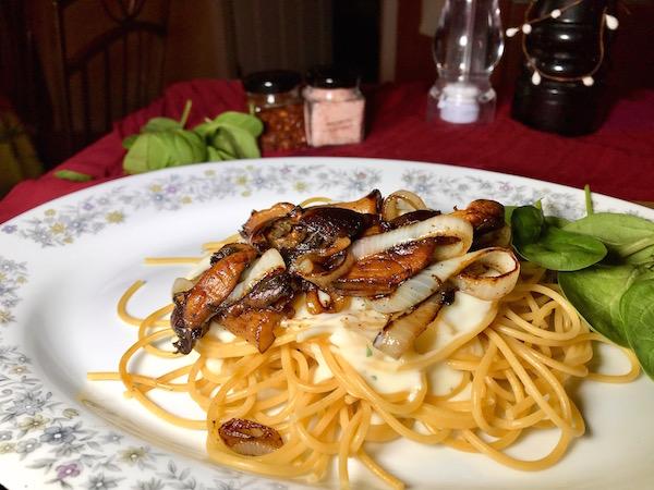 Spaghetti Sauce Carbonara Champignons et Oignons 4