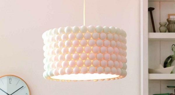 Suspension : Un Luminaire Récup' à Base de Balles de Ping-Pong