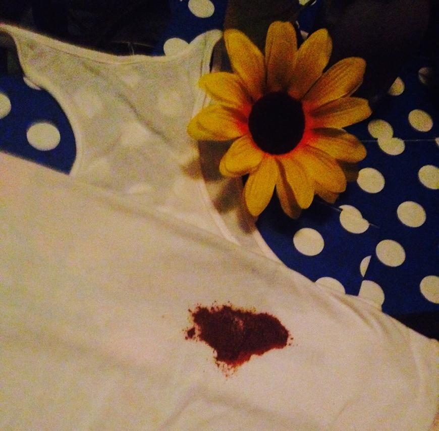 Enlever une Tache de Chocolat sur un Tissu