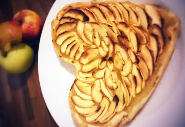 Tarte aux Pommes Facile en forme de Coeur