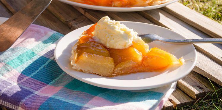Tarte Tatin aux Pommes Vanillées avec sa Chantilly Maison