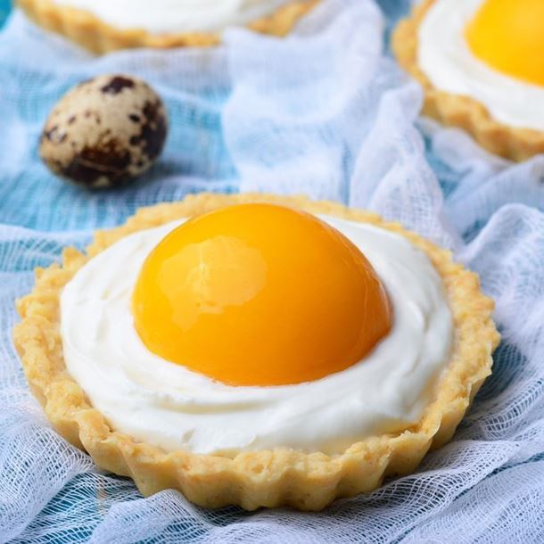 Tartelettes de Pâques à la Crème Mousseline et aux Abricots au Sirop