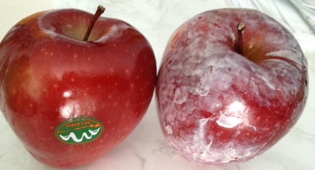 Versez de L'eau Chaude sur vos Pommes et Regardez si Cette Cire Cancérigène Apparaît