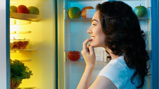 Voici 11 Habitudes Dangereuses que vous Devriez Éviter Avant D'aller Dormir…